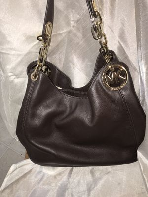 NWT MICHAEL KORS RICH BROWN LEATHER PURSE WITH GOLD CHAIN LING HANDLE for Sale in Madera, CA