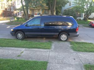 2000 Chrysler grand voyager for Sale in Columbus, OH