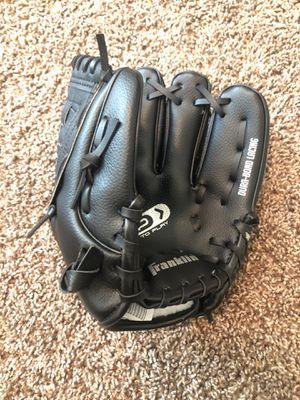 Baseball glove for Sale in Clovis, CA