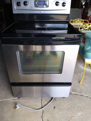 Whirlpool stainless steel glass top electric stove for Sale in Strongsville, OH