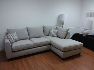SECTIONAL SOFA WITH ACCENT PILLOWS for Sale in Arlington, TX