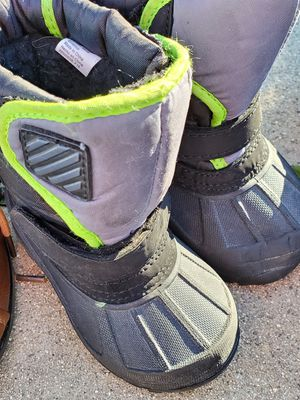 Snow boots size 6 for Sale in Whittier, CA