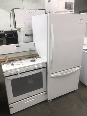 NEW Whirlpool stove and refrigerator set for Sale in Cleveland, OH