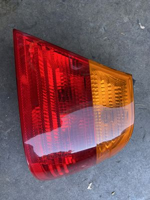 BMW right tail light coupe 3 series 00-02 for Sale in Rancho Cordova, CA