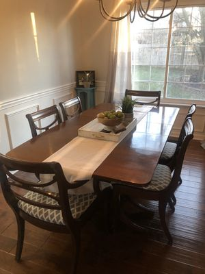 Rway Dining room set with 6 chair and china hutch for Sale in Lexington, KY