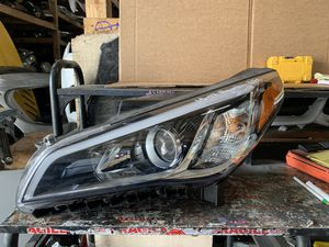 2015 -2017 Hyundai Sonata driver headlight for Sale in San Bernardino, CA