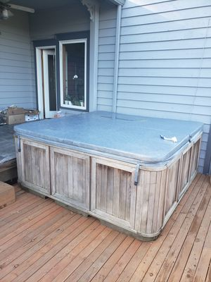 FREE HOT TUB / JACUZZI for Sale in Renton, WA