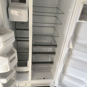 Refrigerator Whirlpool Work Perfect for Sale in Naples, FL