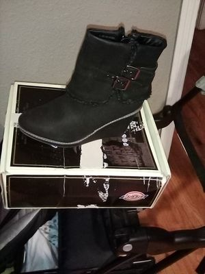 Free Size 9 woman boots for Sale in Stockton, CA