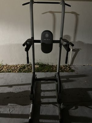 Golds Pull up workout station for Sale in Miami, FL