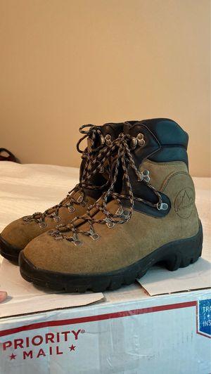 La Sportiva Hiking Boots 9/10 for Sale in Aliso Viejo, CA