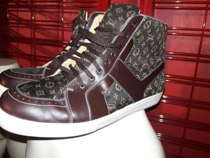LOUIS VUITTON SNEAKERS for Sale in Las Vegas, NV