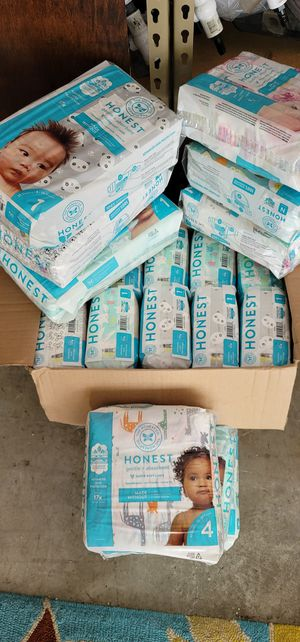 Lot of 19 pack of pampers , diapers for Sale in Kissimmee, FL