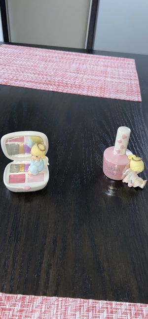 Precious moments makeup figurines for Sale in Bolingbrook, IL