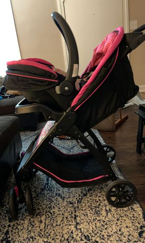 Baby girl car seat and stroller for Sale in Greensboro, NC