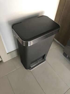 Simple human trash can for Sale in Miami, FL