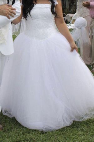 SIZE 14 - Tulle Wedding Dress with Corseted Satin Bodice (David's Bridal) for Sale in Miami, FL
