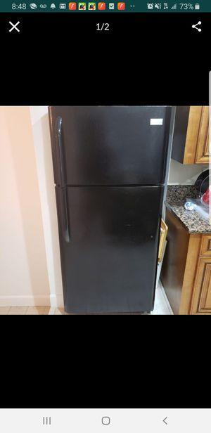 Refrigerator black for Sale in Los Angeles, CA
