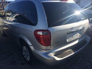 2007 Chrysler town and county mini van for Sale in Akron, OH