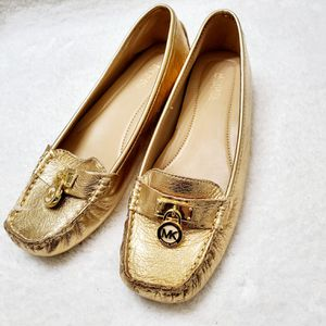Michael kors 7 Hamilton gold flat shoes new for Sale in Eden Prairie, MN