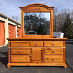 Broyhill Dresser for Sale in Woodbridge, VA