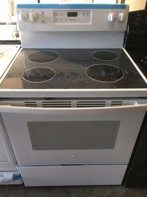 White 4 burner electric stove for Sale in Pasadena, TX