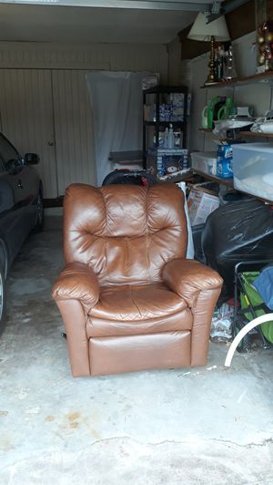 Free all leather recliner. for Sale in Bedford, TX