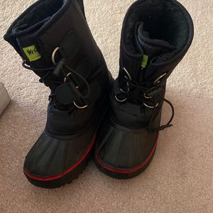 Boys Snow Boots Size 1 Y for Sale in Simi Valley, CA