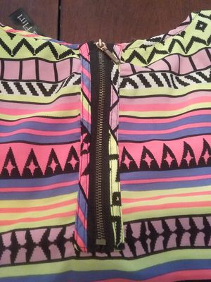 NICE VIVID COLORS BLOUSE WITH ZIPPER BACK for Sale in San Leandro, CA