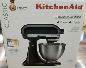 Kitchen Aid stand mixer tilt head all three attachments included price is Firm!!! $130 firm!!!! Glossy Black for Sale in Culver City, CA