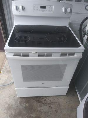 Range stove oven white for Sale in Norfolk, VA