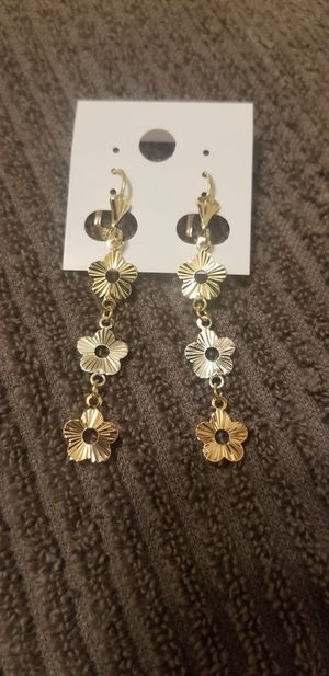 FLOWER DANGLE EARRINGS for Sale in McAllen, TX
