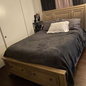 Bed Set/queen for Sale in San Diego, CA
