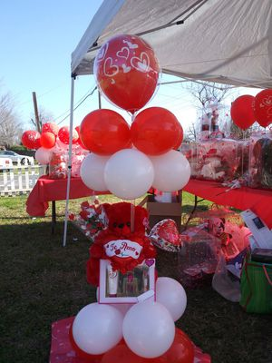 bear stand with balloons for Sale in Elk Grove, CA
