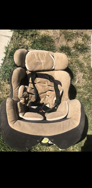First years car seat for Sale in Victorville, CA