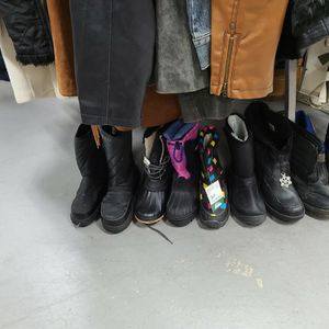 Snow Boots In Thrift Store for Sale in Corona, CA