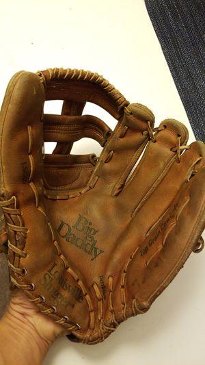 Louisville slugger softball glove for Sale in Avondale, AZ