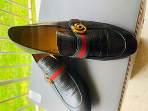 Gucci dress shoes. Worn twice. Size 9.5. No box. for Sale in Calverton, MD
