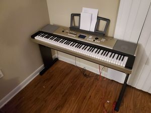 """A keyboard that is new condition. Comes with the keyboard, bench, and a """"survival"""" kit. for Sale in Garland, TX"""