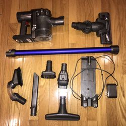Dyson Cordless Vacuum for Sale in Alexandria,  VA