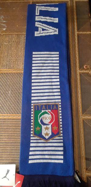 Bufanda ITALIA marca PUMA for Sale in Lynwood, CA