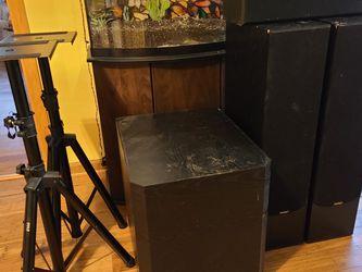 Paradigm Surround Sound Set for Sale in Battle Ground,  WA