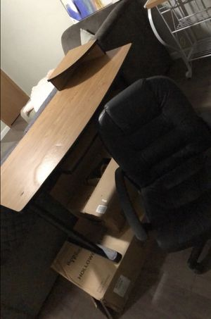 Desk and Desk Chair for Sale in Morgantown, WV