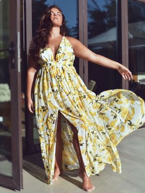 size XL white / yellow floral halter maxi dress for Sale in Arlington, TX