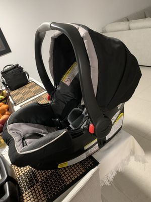 GRACCO Car Seat & Base for Infant for Sale in Miami Gardens, FL