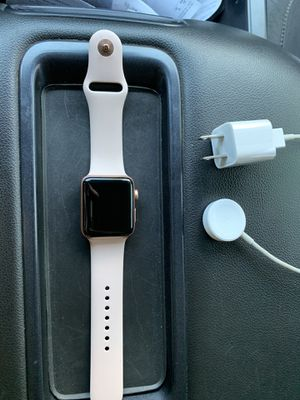 Apple Watch series 3 42mm rose gold for Sale in Fresno, CA
