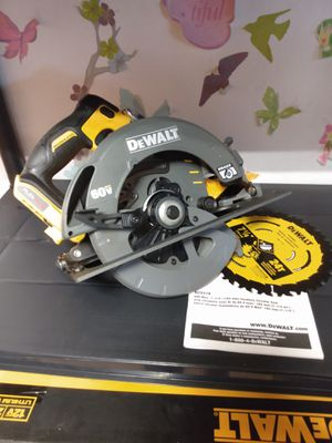 """*New"""" LEXVOLT 60-Volt MAX Brushless 7-1/4 in. Cordless Circular Saw with Brake- ( Tool only) for Sale in Norman, OK"""
