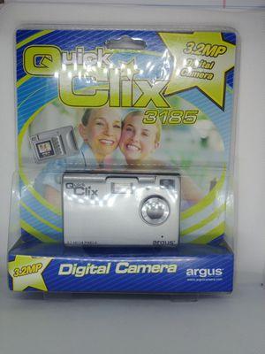 A,QUICK CLIX 3185 3.2MP DIGITAL CAMERA for Sale in Concord, CA
