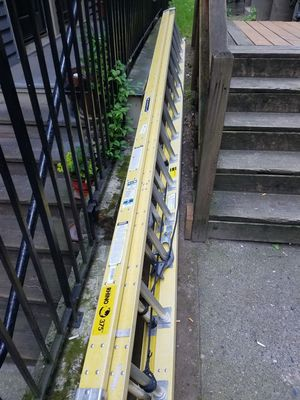 32ft fiberglass ext. Ladder for Sale in Seattle, WA