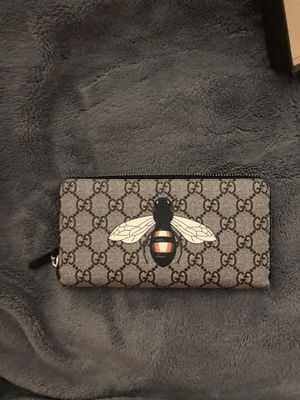 Gucci bee woman's wallet for Sale in Clovis, CA